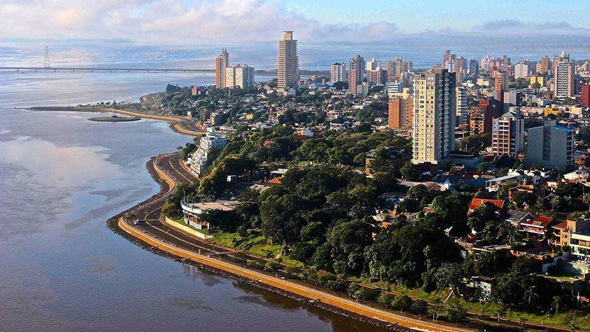 Hay participación del gobierno en Posadas, Argentina y la provincia desarrolló un programa se llama el Plan Forestal Urbano.